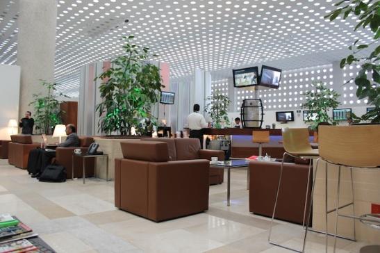 The spacious Salon Premier lounge. (Photo: Darren Popik)