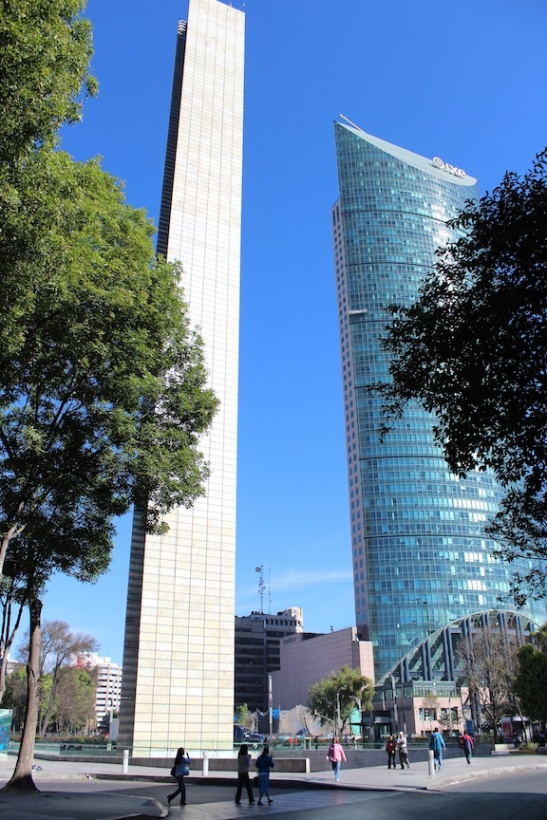 "The ""Estela de Luz"" next to the Torre Mayor. (Photo: Fritz Schtickelmeyer)"