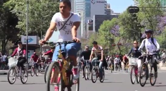 Sunday on Reforma.