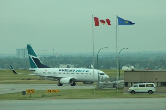 Westjet 737, on the tarmac in Calgary. (Photo: Darren Popik)