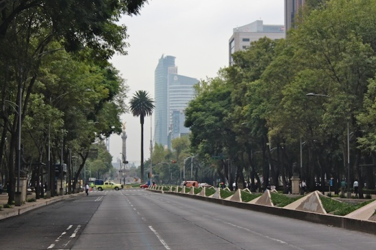 Looking west on Reforma, where police have blocked access. (Photo: MexDFmagazine.)